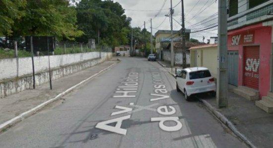 Homem é morto a tiros em avenida principal de Dois Unidos