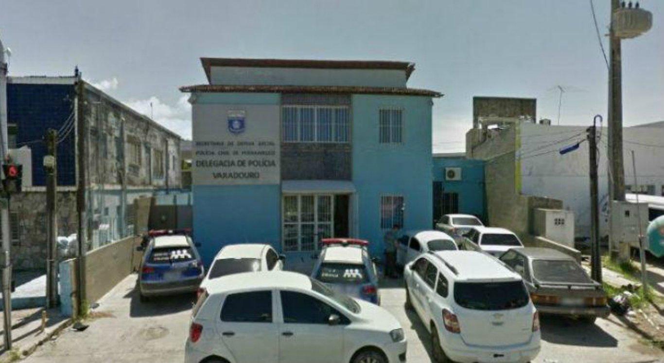 Trio de adolescentes assalta ônibus em Olinda