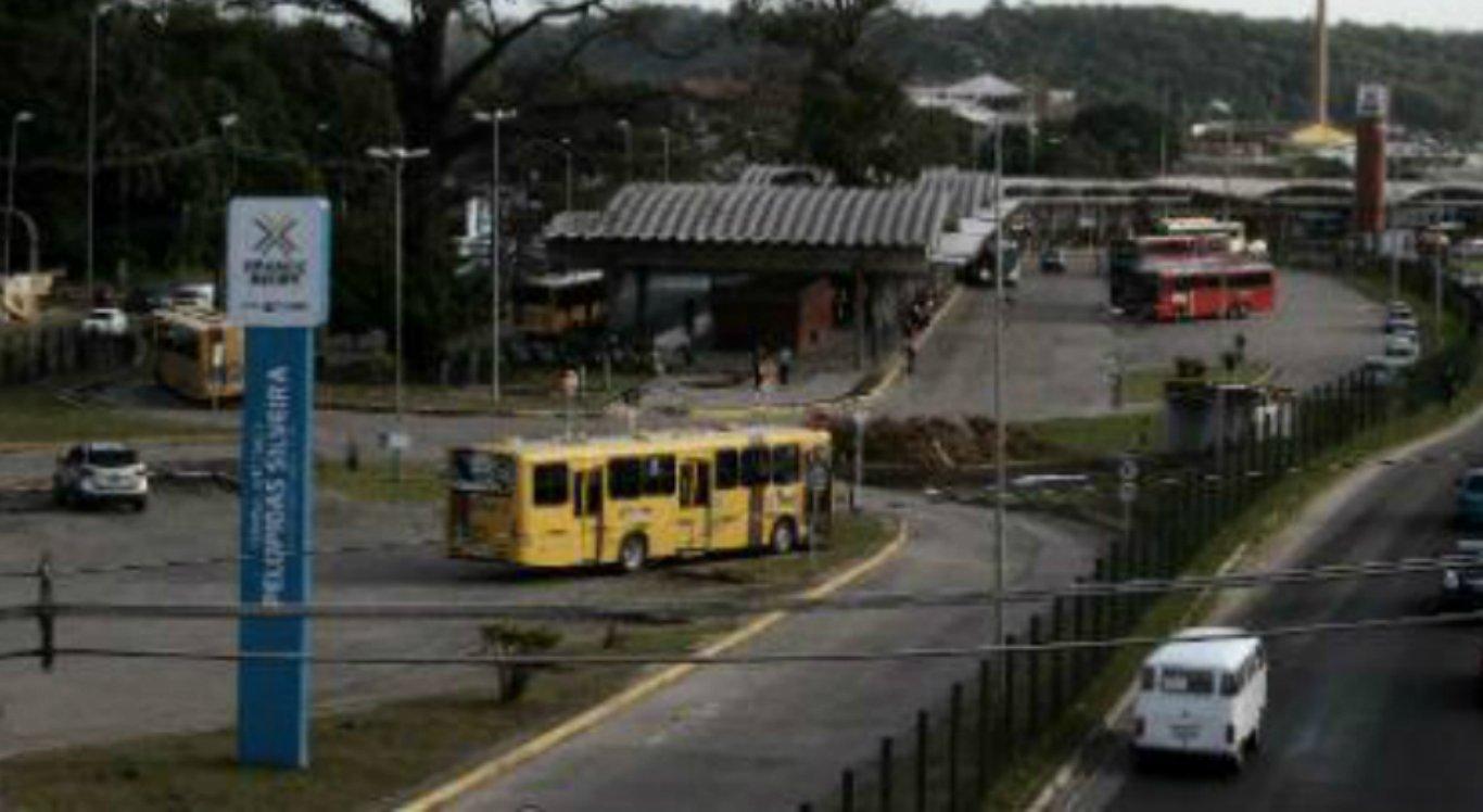 Passageiros são assaltados dentro de ônibus em Olinda