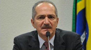 Aldo Rebelo ainda diz que não vê problemas de ter tantos militares no governo de Bolsonaro