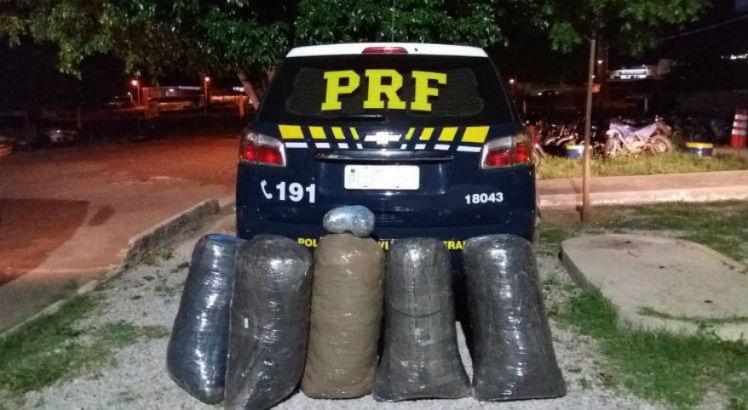 O jovem e as drogas foram levadas para a delegacia da Polícia Federal em Salgueiro