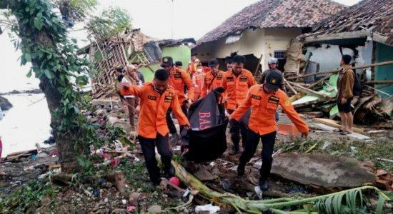 Indonésia já registrou mais de 400 mortos após tsunami