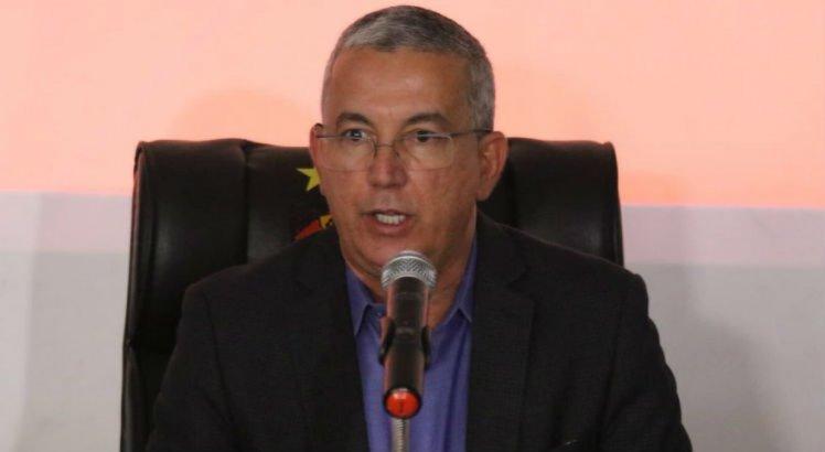 'Você não pode ser presidente de um clube e ter um filho (diretor) empresário de jogador', afimou Cisneiros