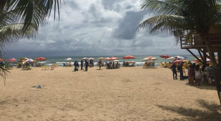 Recifenses estendem a festa da virada na Praia de Boa Viagem