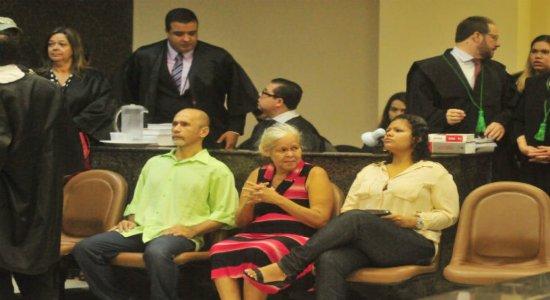 Trio é acusado de assassinatos, esquartejamento, canibalismo e ocultação de cadáver
