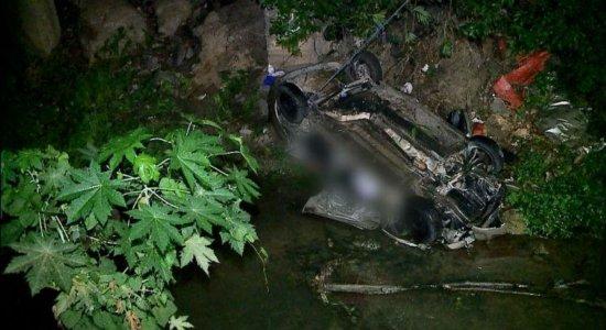 Amigos se despedem de família morta em acidente de trânsito na BR-101