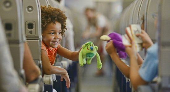 Saiba quais são as regras para menores de idade viajarem sem os pais