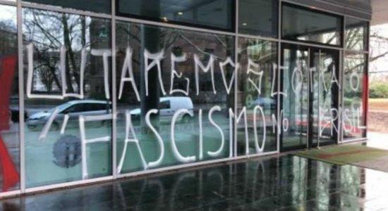 Embaixada do Brasil em Berlim é alvo de pichação
