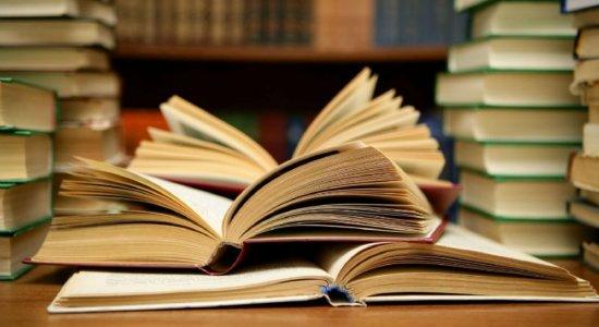 Sebo é opção para pais economizarem na hora de comprar livros dos filhos