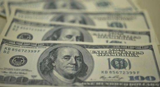 Dólar supera R$ 4,10 e fecha no maior valor em oito meses