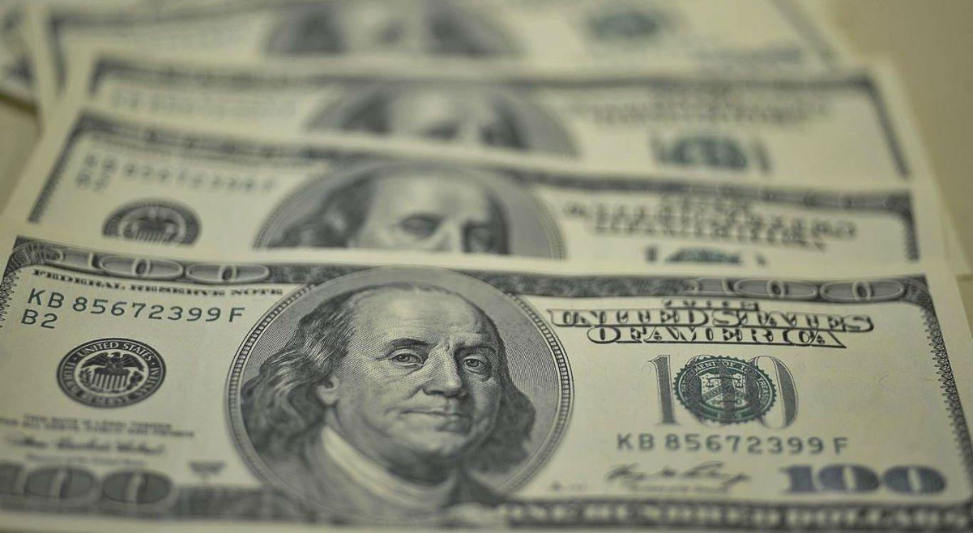 Dólar é negociado neste momento a R$ 3,71 (R$ 3,7197), queda de 0,35% em relação ao pregão de ontem