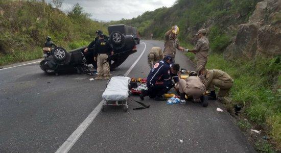 Motorista fica ferido em capotamento na Serra das Russas