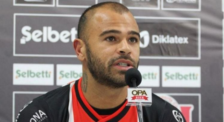 Allan Dias, de 30 anos, foi anunciado pelo Santa Cruz em dezembro do ano passado.