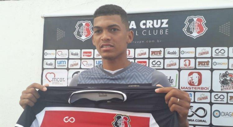 o Zagueiro Willian foi apresentado na tarde desta quinta-feira (10).