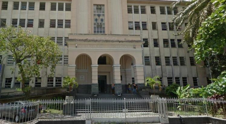 O homem foi levado para o Hospital Getúlio Vargas, localizado no bairro do Cordeiro