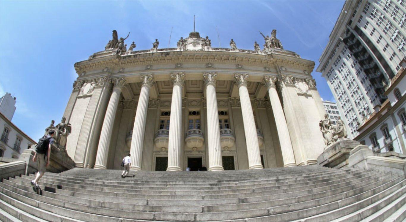 Justiça bloqueia bens de Cabral, Pezão e de quatro deputados do Rio