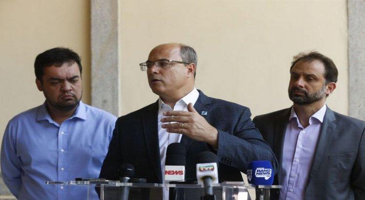 O governador do Rio de Janeiro, Wilson Witzel, fala à imprensa após reunião com secretariado no Palácio Guanabara, em Laranjeiras, zona sul da capital fluminense