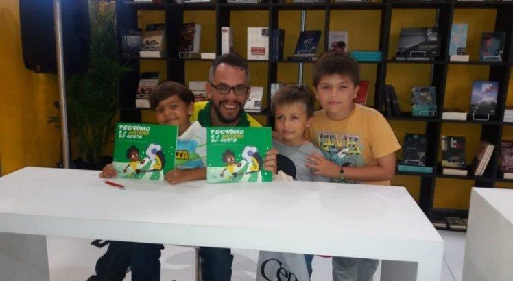 Marcelo Cavalcanti lança o livro Pedrinho e e a Chuteira da sorte