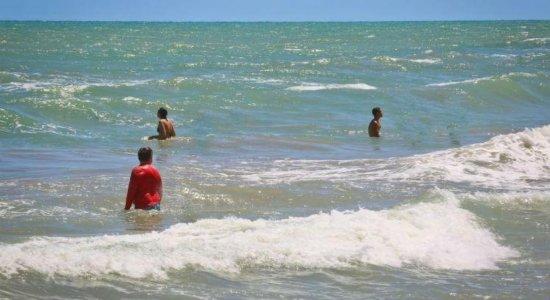 Família é vítima de afogamento na praia de Barra de Jangada