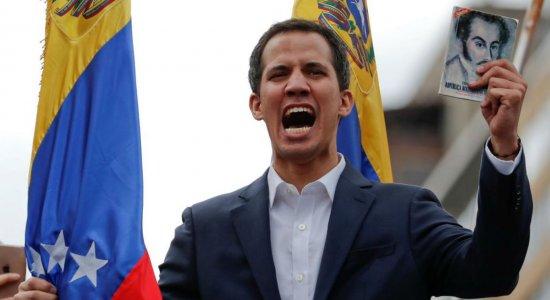 Juan Guaidó se declarou presidente da República em exercício e jurou em nome de Deus