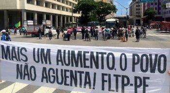 Protesto é realizado no centro do Recife