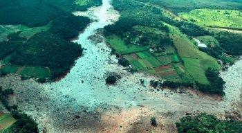 Rompimento em barragem em Brumadinho deixou região submersa de lama
