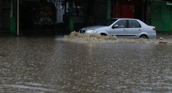 Motoristas que perderam placa do carro na chuva devem procurar Detran