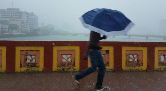 Apac emite alerta com possibilidade de chuva forte em 4 regiões de PE