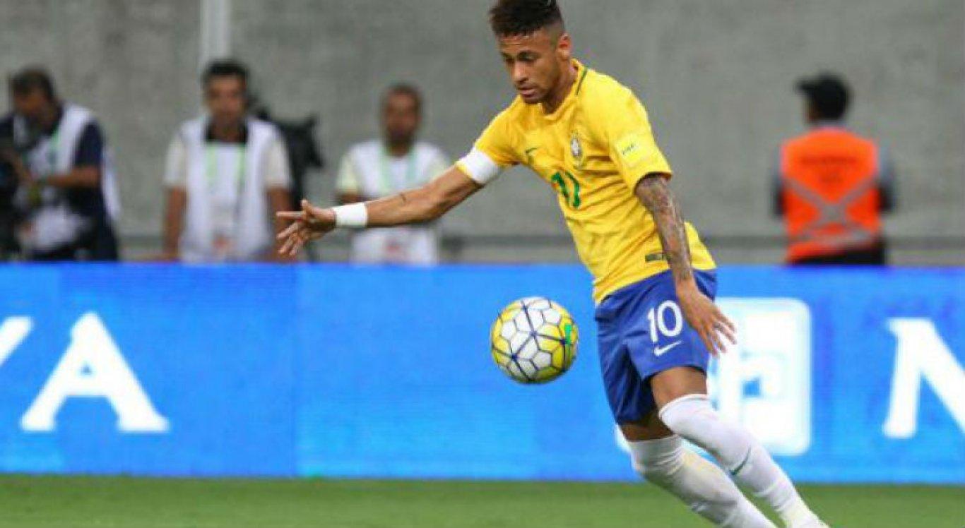 Neymar se contundiu, na última quarta-feira em partida do Paris Saint-Germain pela Copa da França.