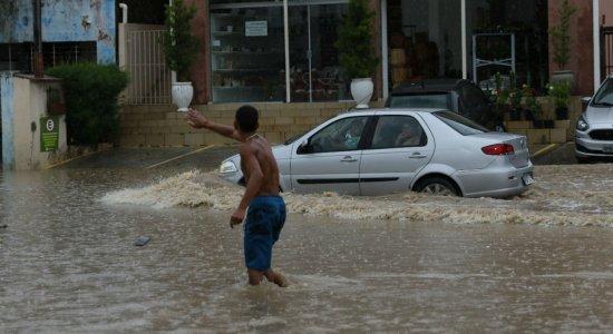 Após chuva forte e alagamentos, SES alerta para risco de leptospirose