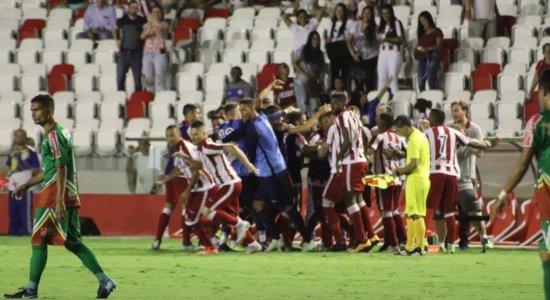 Náutico enfrenta o Vitória buscando subir na tabela do Estadual