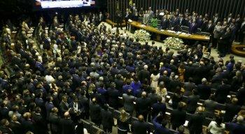 Dos 513 deputados, 512 compareceram e fizeram o juramento