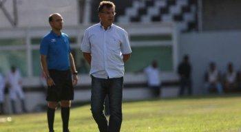 Estevam Soares, técnico do Central.