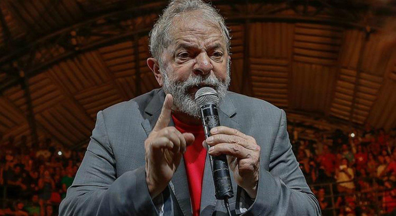 Lula falou por mais de 40 minutos em frente a sede do Sindicato dos Metalúrgicos do ABC Paulista