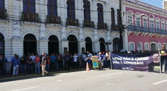 Policiais civis protestam contra demissão do presidente do Sinpol