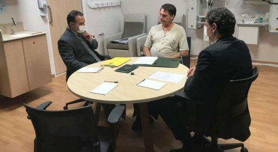 Bolsonaro tem dreno e sonda nasogástrica retirados
