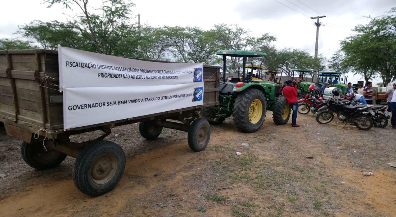 Produtores do Nordeste protestam contra importação de leite em pó