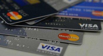 A vítima dá o seu cartão ao vendedor e recebe um outro semelhante no lugar