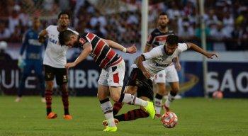 Lance no fim do jogo trouxe polêmica ao Clássico das Multidões e ocasionou reclamações do jogadores do Sport.
