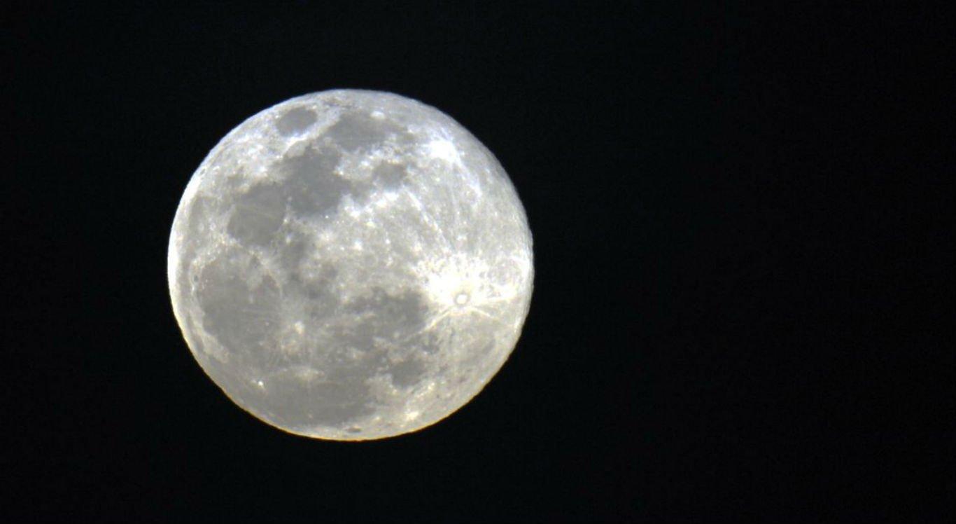 O termo superlua foi criado pelo astrólogo norte-americano Richard Nolle em 1979