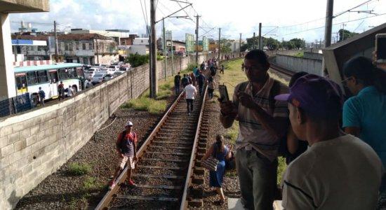 Após problemas com trem, Linha Sul do Metrô do Recife é paralisada