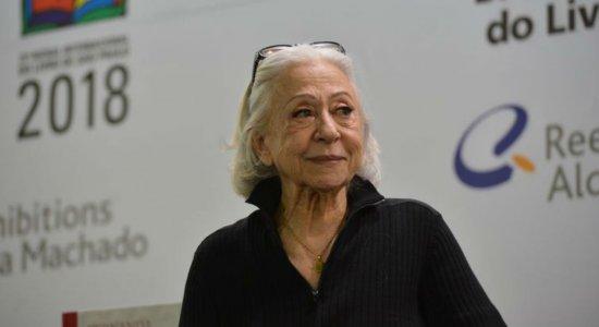 Atriz Fernanda Montenegro recebe alta de hospital no Rio