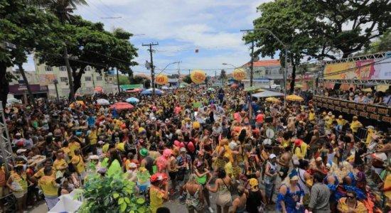 Criatividade e irreverência marcam desfile das Virgens do Bairro Novo