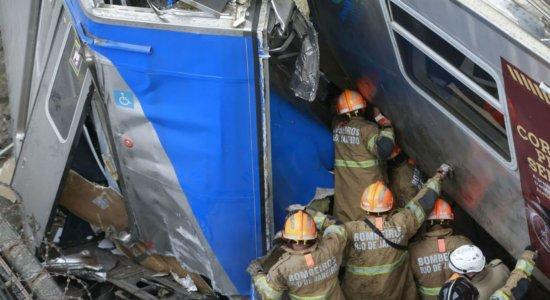 Resgate de maquinista ferido em colisão de trens segue há seis horas