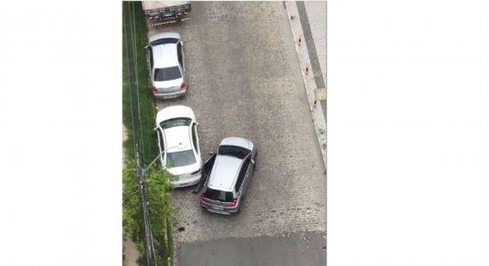 Vídeo: idosa é arrastada por carro em tentativa de sequestro no Pina