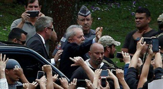 Após velório do Neto, Lula deixa o cemitério e retorna para Curitiba