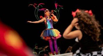 Lulú Araújo se apresenta como Fada Magrinha para as crianças neste carnaval.