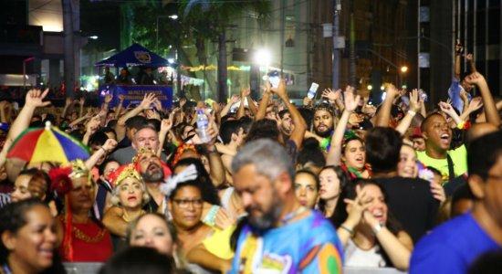 No Marco Zero, arrastão do frevo encerra o Carnaval do Recife