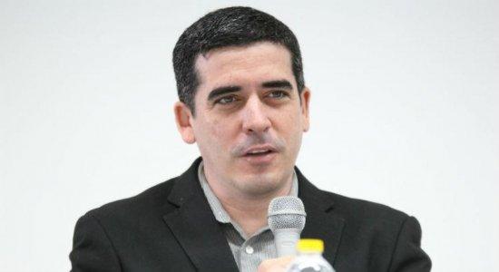 Presidente do Santa Cruz comemora retorno de Milton Mendes