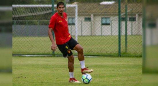 Ídolo do Sport, Durval realizou cirurgia e ainda não assinou contrato